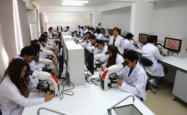 Daü Tıp Fakültesi Dünya Tıp Okulları Rehberi'nde