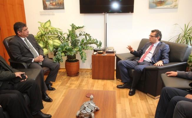 Erhürman LAÜ Rektörü ile görüştü