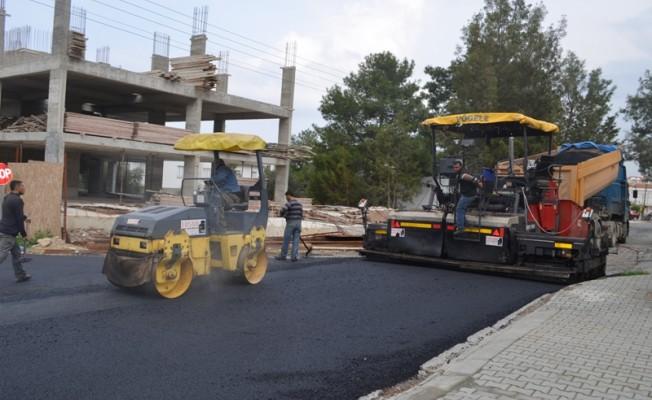 Girne'de asfaltlama çalışmaları sürüyor