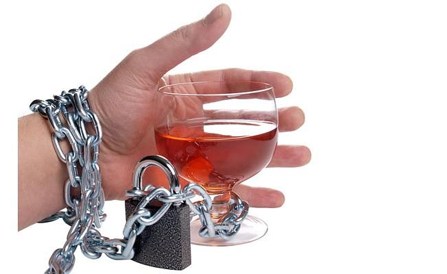 Alkolu bırakmak kontrollü içmekten daha kolay