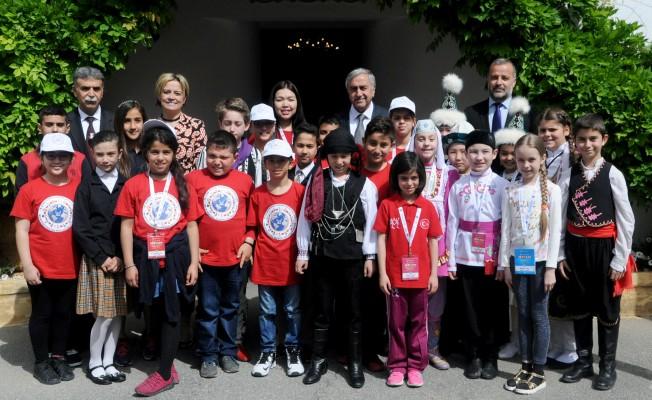 Akıncı, 23 Nisan Çocuk Festivali ekibini kabul etti