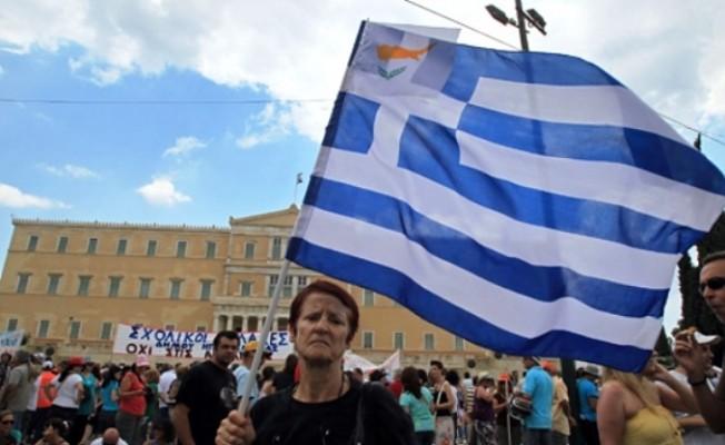Binlerce Yunan, çalışmak için Güney Kıbrıs'a gidiyor