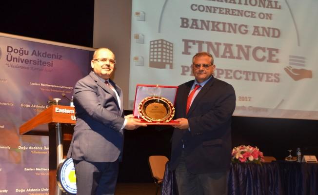 """DAÜ'de """"Bankacılık ve Finans"""" konferansı yapıldı"""