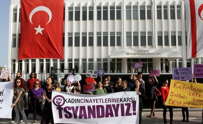 Kadın cinayetleri Başbakanlık önünde protesto edildi