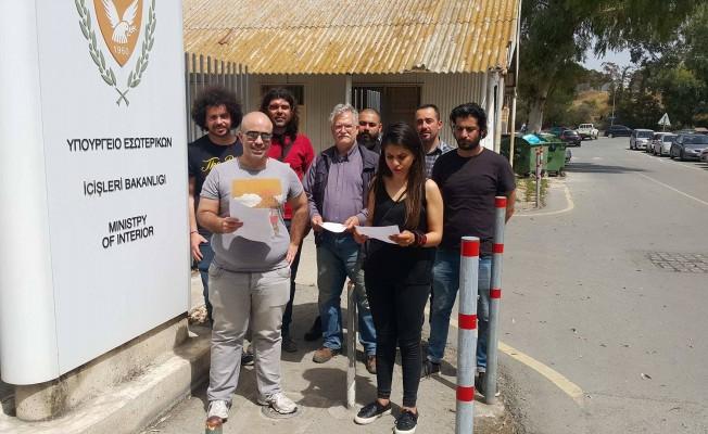 Sırp çocukların sınır dışı edilmesini protesto ettiler