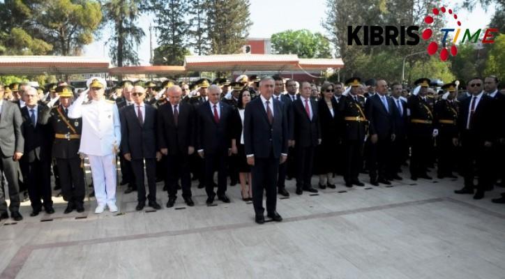 Atatürk anıtı önünde tören düzenlendi
