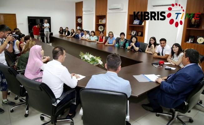 Berova Türk dünyası gazeteciler heyetini kabul etti.