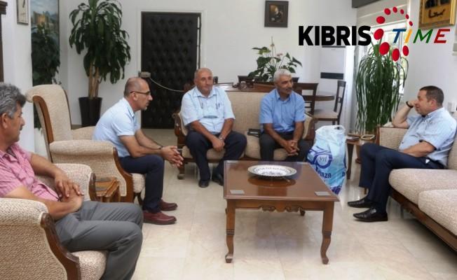 Denktaş, KKTC Alevi Kültür Merkezi temsilcileri ile bir araya geldi.