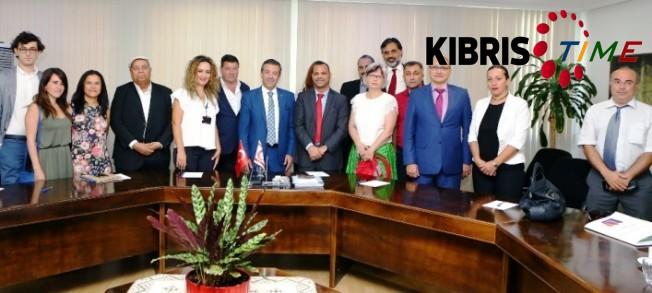 Ertuğruloğlu gazetecilere brifing verdi
