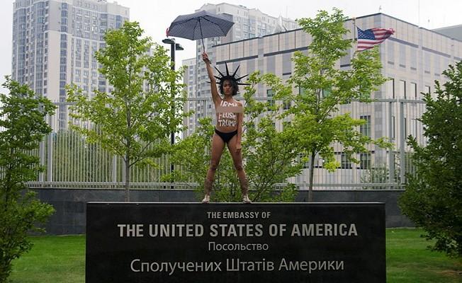FEMEN, Irma'dan Trump'ı temizlemesini istedi