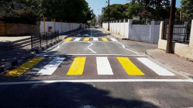 Girne'de yol çizgileri yenileniyor