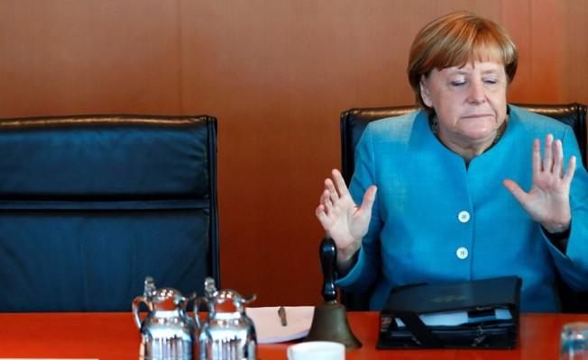 Merkel'den şok açıklama...