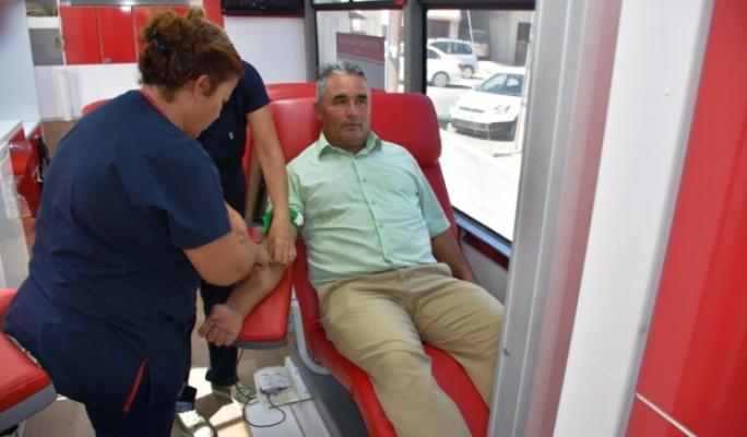 Sağlık Bakanlığı'nın kan bağış kampanyası sürüyor