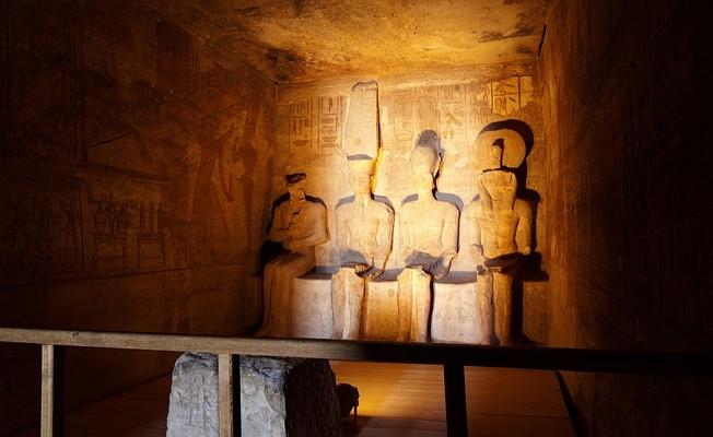 II. Ramses heykeline güneş vurdu.