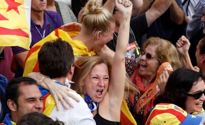 Katalanlar tek taraflı bağımsızlık ilan etti