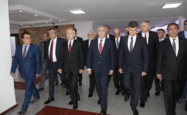 Akıncı ve Kılıçdaroğlu Baykal'ı ziyaret etti.