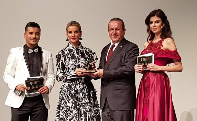 """Ataoğlu """"Yılın en iyi siyasetçisi"""" seçildi"""