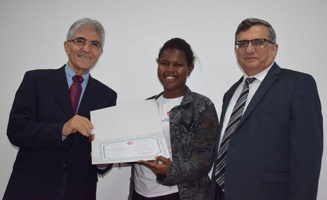 UFÜ'den başarılı öğrencilere sertifika...
