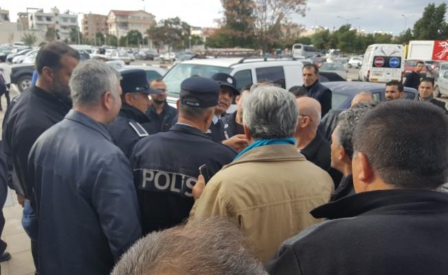 Anketörleri YDP'nin elinden polis kurtardı!
