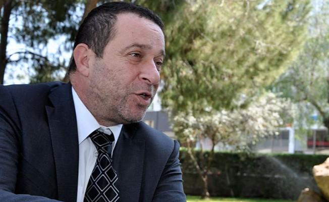 DP Genel Başkanı Serdar Denktaş, oyunu kullandı.