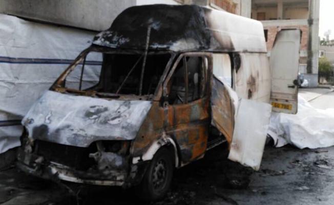 Gönyeli'de Yusuf Demir'e ait araç tamamen yandı