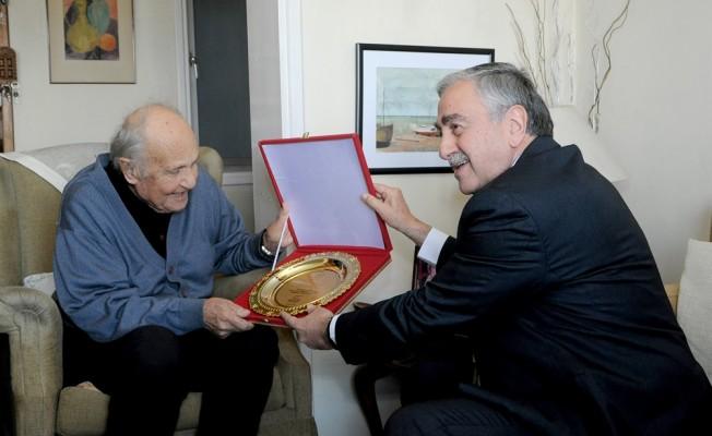Akıncı Ressam Cevdet Çağdaş'ı ziyaret etti
