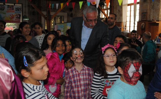 Girne Belediyesi çocuklara parti düzenledi