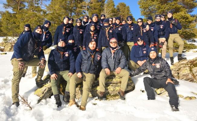 KKTC'li izciler karda kamp yapmayı öğrendiler