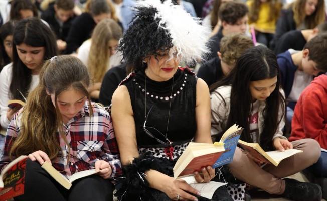 Necat British'te öğrenciler kitaplar ve yazarlarla buluştu