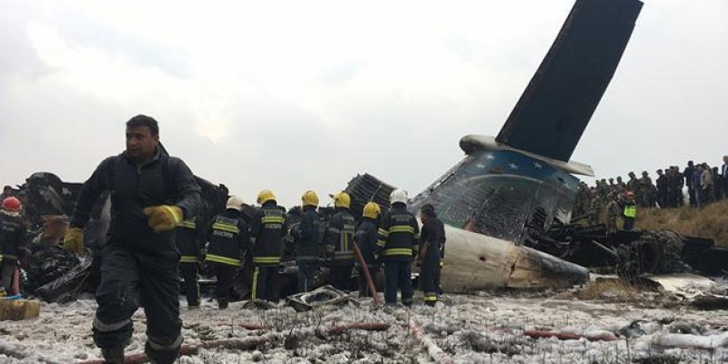 Nepal'da yolcu uçağı düştü...