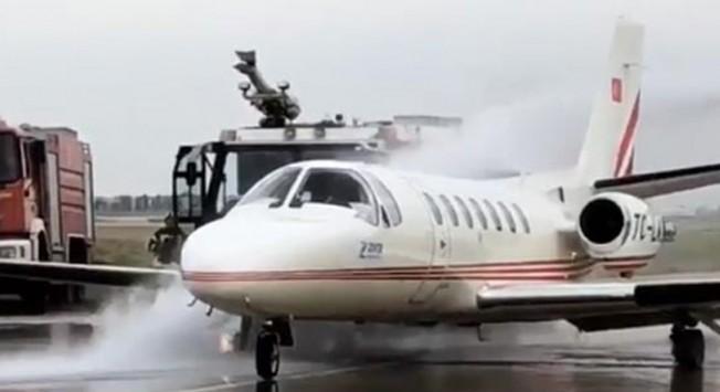 Ercan'a gelecek uçağın lastiği patladı
