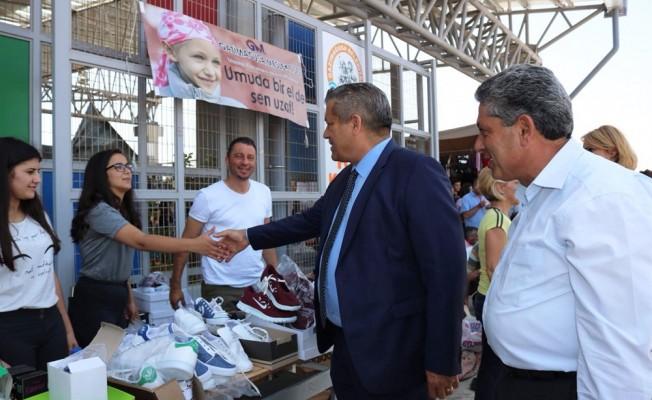 Arter, Lösemili çocuklar için açılan standı ziyaret etti