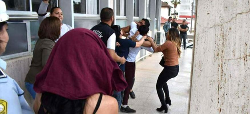Gazetecilere saldırdılar!