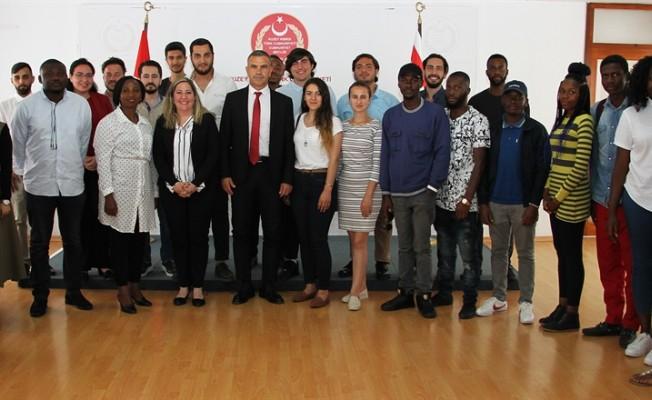 YDÜ öğrencileri Uluçay'ı ziyaret etti