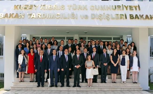 Özersay'dan genç diplomatlara brifing