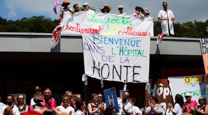 Hastane çatısında grev
