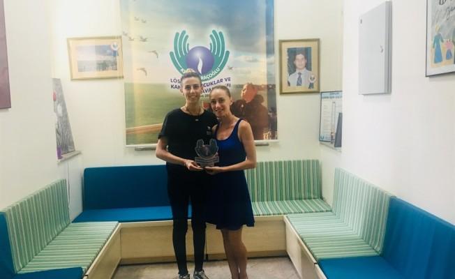 Dance Base Art Studio'dan Saraçoğlu'na bağış