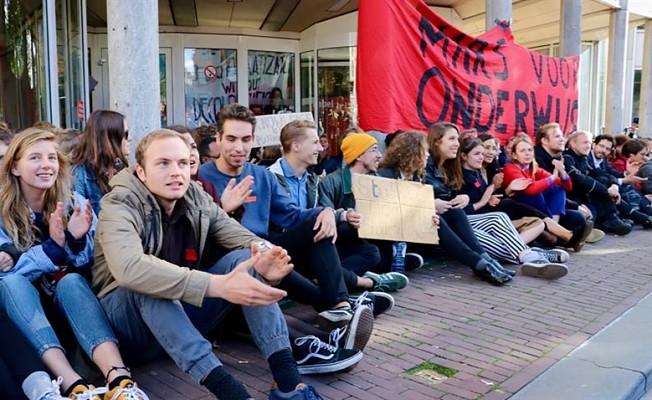 Öğrenciler üniversiteyi işgal etti