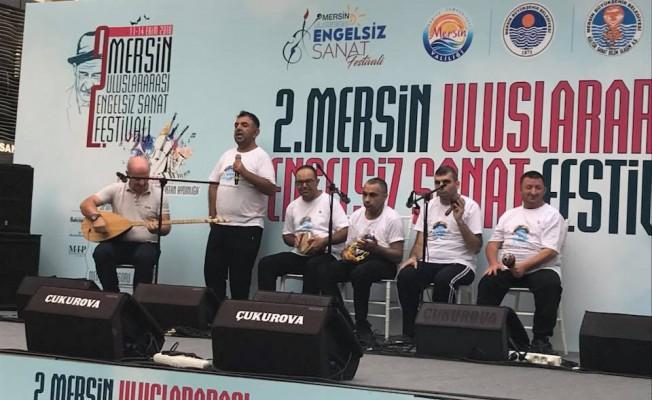 """""""Engelsiz Işıklar Ritim Grubu"""" Mersin'de KKTC'yi temsil etti"""