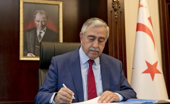 Akıncı, Meclis'teki görevden alma ve atama kararnamelerini imzaladı