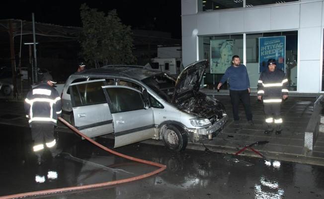 İlgen Cerit'e ait aracın motor kısmı yandı!