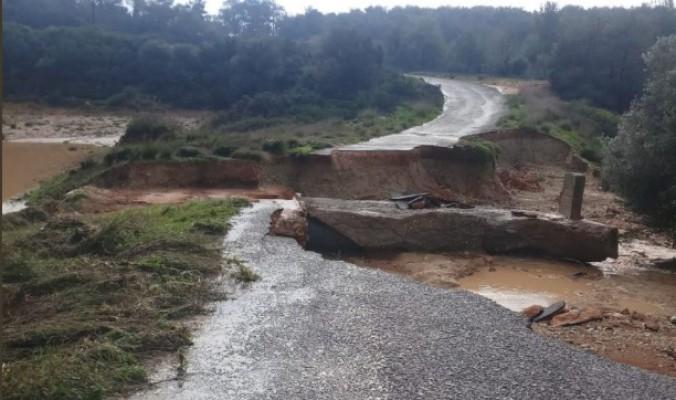 Boltaşlı'da köprü yıkıldı yol kapandı