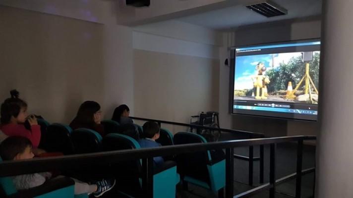Çocuklara özel sinema gösterisi yapıldı