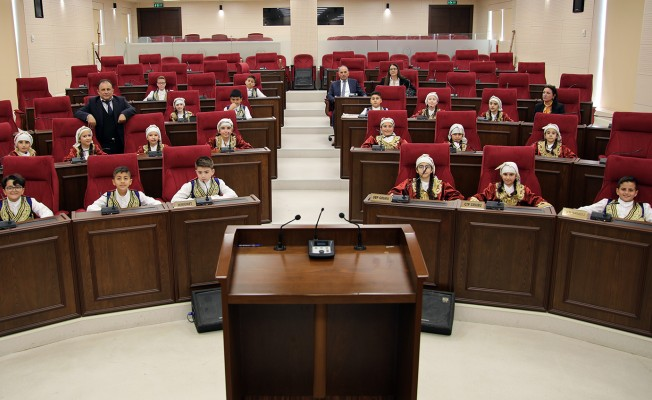 Meclisin bugünkü konukları öğrencilerdi...