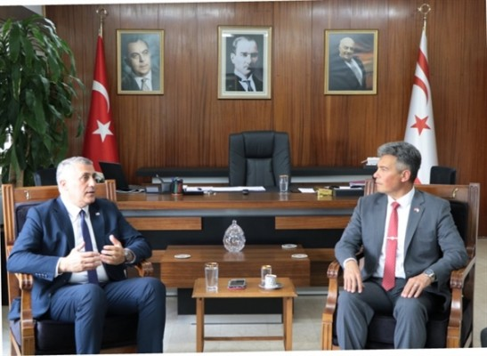 Maliye Bakanı Amcaoğlu, Karakoç'u kabul etti....