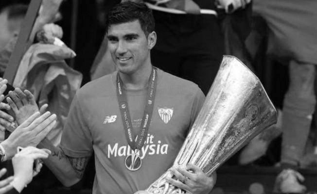 Ünlü futbolcu hayatını kaybetti