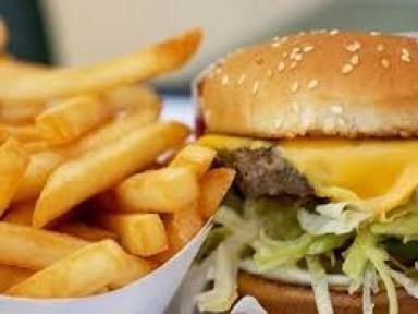 FAST FOOD GIDALAR TEHLİKE ARZ EDİYOR