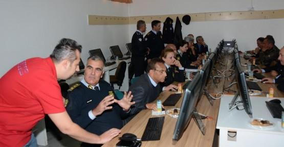 POLİS'E BİLGİSAYAR DESTEKLİ EĞİTİM