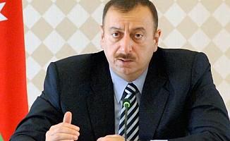 Aliyev 255 gazeteciye ev hediye etti