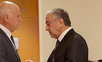 Papandreu'dan Rum siyasetçilere tepki